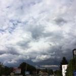 Blake – fotografia mobilna, czarne chmury.